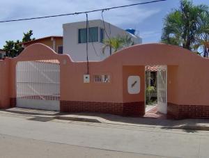 Casa En Venta En Margarita, Los Robles, Venezuela, VE RAH: 16-14660