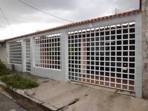 Casa En Venta En Maracay, La Mulera, Venezuela, VE RAH: 16-14695