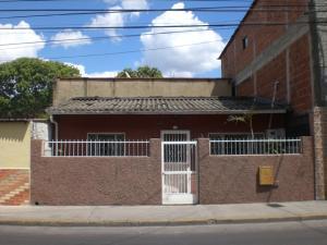Casa En Venta En Caracas, Catia, Venezuela, VE RAH: 16-14721