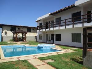 Apartamento En Venta En Municipio Antolin Del Campo Paraguachi, Playa El Agua, Venezuela, VE RAH: 16-14818