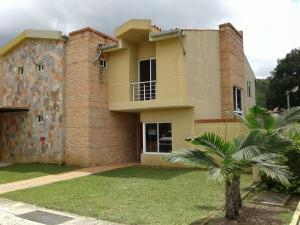 Townhouse En Venta En Municipio San Diego, Villas Laguna Club, Venezuela, VE RAH: 14-10181