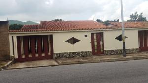 Casa En Venta En Maracay, El Castaño (Zona Privada), Venezuela, VE RAH: 16-14824