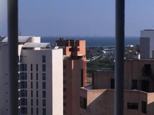 Apartamento En Venta En Maracaibo, Avenida El Milagro, Venezuela, VE RAH: 16-14851