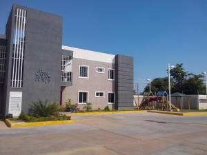 Apartamento En Venta En Cabimas, Cumana, Venezuela, VE RAH: 16-15053