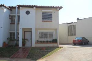 Townhouse En Venta En Maracaibo, Avenida Milagro Norte, Venezuela, VE RAH: 16-14889