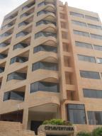 Apartamento En Venta En Catia La Mar, Playa Grande, Venezuela, VE RAH: 16-14901
