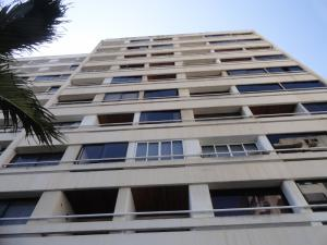 Apartamento En Venta En Parroquia Caraballeda, Los Corales, Venezuela, VE RAH: 16-14905