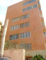 Apartamento En Venta En Catia La Mar, Playa Grande, Venezuela, VE RAH: 16-14920