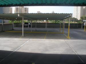 Apartamento En Venta En Maracaibo, Avenida El Milagro, Venezuela, VE RAH: 16-14931