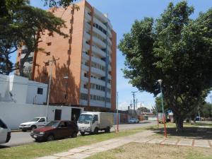 Apartamento En Venta En Maracay, Los Caobos, Venezuela, VE RAH: 16-14975