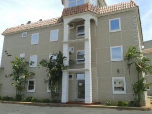 Apartamento En Venta En Ciudad Ojeda, Calle Piar, Venezuela, VE RAH: 16-15060