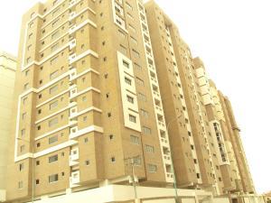 Apartamento En Venta En Maracay, Base Aragua, Venezuela, VE RAH: 16-15057