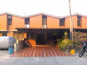 Townhouse En Venta En Guarenas, Nueva Casarapa, Venezuela, VE RAH: 16-15072