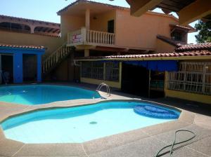 Casa En Venta En Higuerote, Higuerote, Venezuela, VE RAH: 16-15094