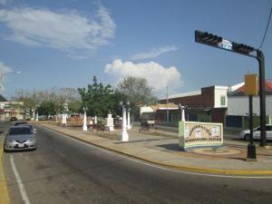 Local Comercial En Alquiler En Maracaibo, Avenida Bella Vista, Venezuela, VE RAH: 16-15095