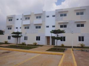 Townhouse En Venta En Maracaibo, Pueblo Nuevo, Venezuela, VE RAH: 16-15113