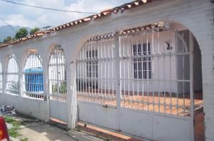 Casa En Venta En Municipio Diego Ibarra, Mariara, Venezuela, VE RAH: 16-15122