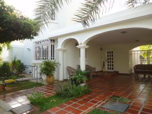 Townhouse En Venta En Maracaibo, El Pilar, Venezuela, VE RAH: 16-15208