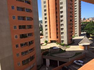 Apartamento En Venta En Valencia, Prebo I, Venezuela, VE RAH: 16-15245