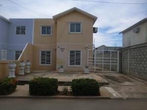 Casa En Venta En Municipio San Francisco, Los Samanes, Venezuela, VE RAH: 16-15247