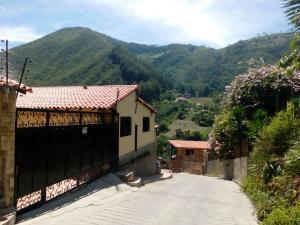 Casa En Venta En La Puerta, Via Principal, Venezuela, VE RAH: 16-15251