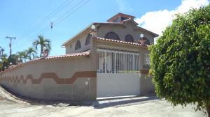 Casa En Venta En Higuerote, Carenero, Venezuela, VE RAH: 16-15564