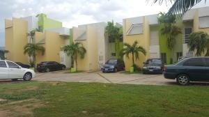 Townhouse En Venta En Maracaibo, Avenida Goajira, Venezuela, VE RAH: 16-15254