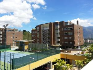 Apartamento En Venta En Caracas, Los Naranjos Del Cafetal, Venezuela, VE RAH: 16-15258