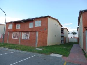 Apartamento En Venta En Higuerote, Conjunto Residencial Costa Grande Ii, Venezuela, VE RAH: 16-15270