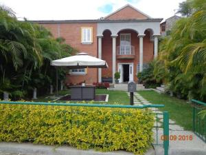 Casa En Venta En Caracas, Alto Hatillo, Venezuela, VE RAH: 16-15288