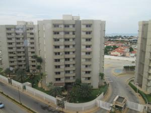 Apartamento En Venta En Maracaibo, Avenida Milagro Norte, Venezuela, VE RAH: 16-15336
