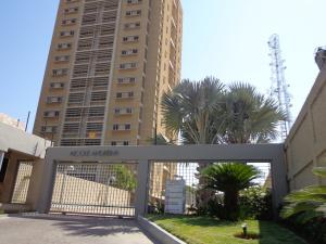Apartamento En Venta En Maracaibo, Avenida Universidad, Venezuela, VE RAH: 16-15339