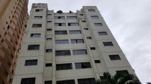 Apartamento En Venta En Valencia, Las Chimeneas, Venezuela, VE RAH: 16-15354