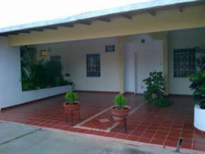 Townhouse En Venta En Ciudad Ojeda, Cristobal Colon, Venezuela, VE RAH: 16-15353