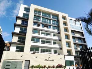 Apartamento En Venta En Caracas, Los Naranjos De Las Mercedes, Venezuela, VE RAH: 16-15361
