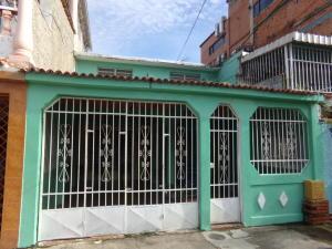 Casa En Venta En Valencia, La Isabelica, Venezuela, VE RAH: 16-15405