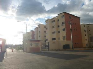 Apartamento En Venta En Municipio Los Guayos, Paraparal, Venezuela, VE RAH: 16-15406