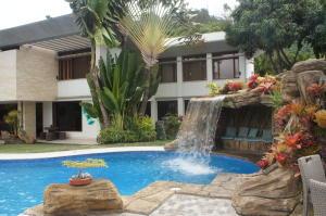 Casa En Venta En Caracas, El Marques, Venezuela, VE RAH: 16-15446