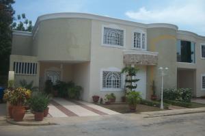 Townhouse En Ventaen Cabimas, Bello Monte, Venezuela, VE RAH: 16-15456