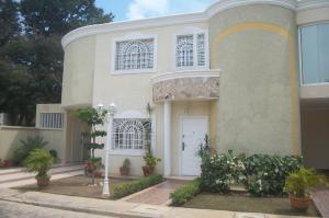 Townhouse En Venta En Cabimas, Bello Monte, Venezuela, VE RAH: 16-15456