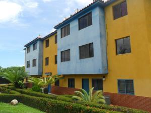 Apartamento En Venta En Higuerote, Club Campestre El Paraiso, Venezuela, VE RAH: 16-15457