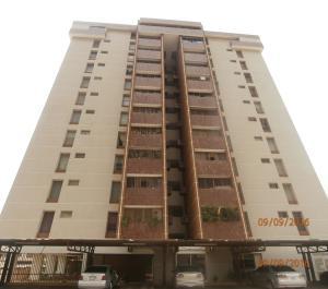 Apartamento En Venta En Maracaibo, Avenida Falcon, Venezuela, VE RAH: 16-15488