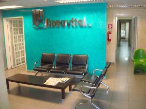 Local Comercial En Alquiler En Maracaibo, Avenida Falcon, Venezuela, VE RAH: 16-15517