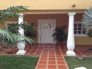 Casa En Venta En Ciudad Ojeda, Calle Piar, Venezuela, VE RAH: 16-15607