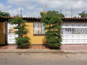 Casa En Venta En Municipio San Francisco, San Francisco, Venezuela, VE RAH: 16-15542