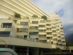 Apartamento En Venta En Parroquia Caraballeda, Palmar Este, Venezuela, VE RAH: 16-15560