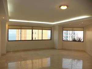 Apartamento En Alquiler En Maracaibo, Avenida El Milagro, Venezuela, VE RAH: 16-15640