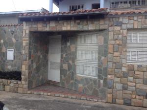 Casa En Venta En Municipio Naguanagua, Los Candiles, Venezuela, VE RAH: 16-15655