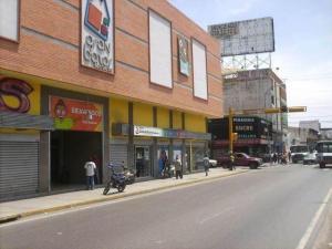 Local Comercial En Venta En Maracay, Zona Centro, Venezuela, VE RAH: 16-15664