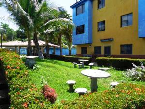 Apartamento En Venta En Higuerote, Club Campestre El Paraiso, Venezuela, VE RAH: 16-16159